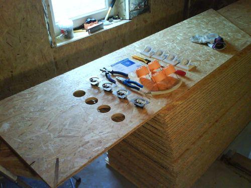 hout kruislings in kachel leggen